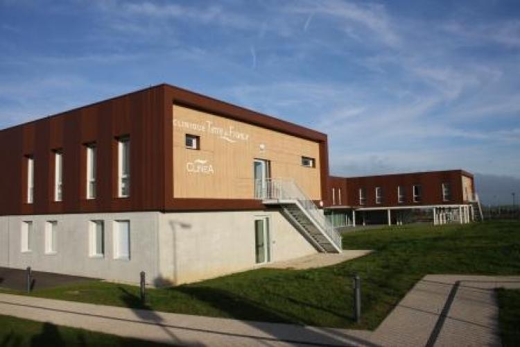 clinique terre de france cormontreuil 51 les zelles fen tre pvc et aluminium. Black Bedroom Furniture Sets. Home Design Ideas